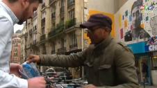 Người Bán Báo Dạo Cuối Cùng Ở Paris