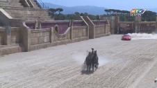 Xe Ngựa La Mã Đua Với Siêu Xe Ferrari