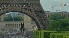 Thót Tim Với Trò Trượt Dây Cáp Treo Từ Tháp Eiffel
