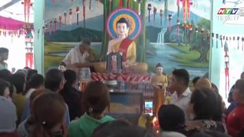 Đổ Xô Đi Xem Ảnh Phật Tỏa Hào Quang Vì Tin Lời Đồn