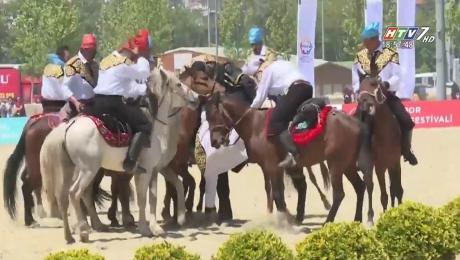 Xem Video Clip Điểm Tin Thể Thao Festival Cưỡi Ngựa Truyền Thống Ở Thổ Nhĩ Kỳ HD Online.