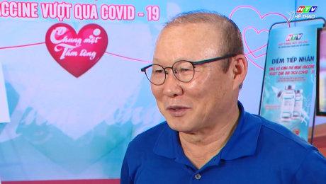 """""""Thầy Park"""" đến HTV đóng góp vào Quỹ Chung Một Tấm Lòng"""